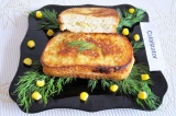 Готовое блюдо: тосты с кукурузой и сыром