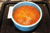 Шаг 10. Наколоть готовый пирог спицей по всей поверхности и полить глазурью.