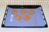Шаг 6. Поставить в духовку при 180 градусах на 20 минут.