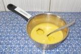 Шаг 3. Масса должна быть чуть теплая, тогда можно в нее добавить яйца. Взбить