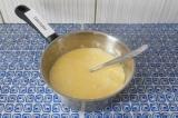 Шаг 5. Перемешать, чтобы тесто немного поднялось, оно станет воздушным.