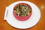 Шаг 10. Снова смазать майонезом. Положить слой жареных грибов.