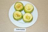 Шаг 4. Яблоки помыть. Отрезать верхушку яблочка, сделать небольшие углубления.