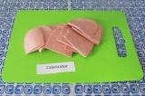 Шаг 1. Нарезать колбасу произвольно (можно кружочками или вдоль).