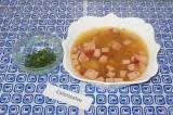 Шаг 7. Разлить по тарелочкам суп и украсить зеленью по вкусу.