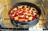Шаг 9. Выпекать пирог в духовке, разогретой до 170 С, в течение 50 минут. Дать