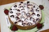 Готовое блюдо: клубничный пирог к чаю