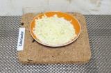 Шаг 11. Натереть сыр на крупной терке.