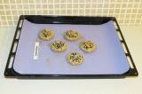 Шаг 7. Выложить печенье на противень и поставить в духовку при 200 градусов