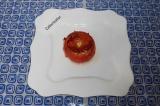 Шаг 6. Вынуть из духовки, дать помидору остыть, так как есть его горячим просто