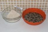 Шаг 4. Смешать сухие ингредиенты с жидкой смесью.