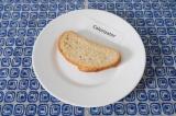 Шаг 3. Выложить хлеб на тарелку.