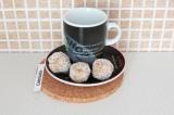 Готовое блюдо: кокосовые конфеты с курагой