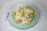 Готовое блюдо: овощной салат с белой редькой