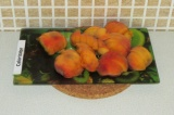Шаг 2. Нарезать полукольцами персики.