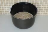 Шаг 7. Залить тестом и поставить на режим выпечка при 160 градусах на 1 час.