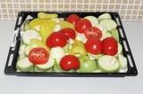 Шаг 6. Выложить все овощи на противень и поставить в духовку при 180 градусах на