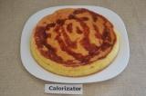 Шаг 6. Готовый бисквит можно пропитать вишневым сиропом.
