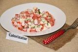 Готовое блюдо: крабовый салат с томатами