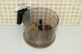 Шаг 3. Соединить блендером ингредиенты для нижнего слоя.