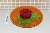Шаг 6. Выложить салат.
