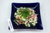 Готовое блюдо: овощной салат со сметаной