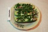 Шаг 9. Посыпать зеленью лодочки из огурцов. Перед подачей к столу полить майонез