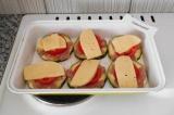 Шаг 6. Выложить порции на противень, поставить в разогретую духовку до 200 град.