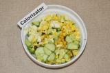 Шаг 4. Яйца отварить и нарезать кубиками.