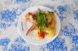 Готовое блюдо: курица с картофелем в духовке
