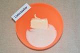 Шаг 1. Масло комнатной температуры соединить с сахаром.