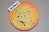 Шаг 7. Яблоко нарезать маленькими кубиками и добавить в тесто.