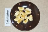 Шаг 4. Банан нарезать небольшими кубиками.