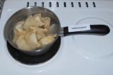 Шаг 9. В кипящую, подсоленную воду выложить вареники. Варить до готовности в теч