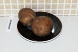 Шаг 6. Отварить картофель в мундире.