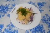 Готовое блюдо: салат из капусты и крабового мяса