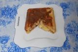 Шаг 7. Аккуратно выложить порцию (они уже сразу нарезаны) на другую тарелку.