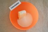 Шаг 1. Сливочное масло соединить с сахаром.