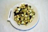 Шаг 1. Баклажан нарезать кубиками, посыпать солью и оставить минут на 15.
