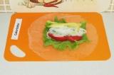 Шаг 11. Выложить овощи и фунчозу на лист.