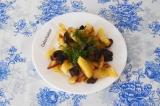 Готовое блюдо: шампиньоны жареные с картофелем