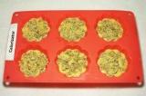 Шаг 10. Сверху посыпать орехами тесто в формочках. Выпекать при температуре 180
