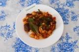 Готовое блюдо: фасоль с грибами и помидорами