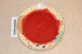 Шаг 5. Малину с сахаром взбить с помощью блендера.