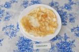 Шаг 7. Выложить готовый блин на тарелку.