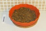 Шаг 7. Добавить льняное семя в тушеные баклажаны и тщательно перемешать.
