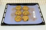 Шаг 9. Выложить на противень и отправить в духовку на 10 минут при 200 градусах