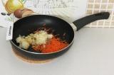 Шаг 4. Потушить овощи в течение 4 минут на сковороде.