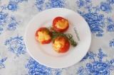 Готовое блюдо: помидоры фаршированные кальмарами