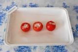 Шаг 5. В каждую помидорку выложить кальмары.
